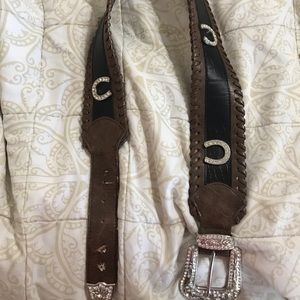 Horse shoe belt